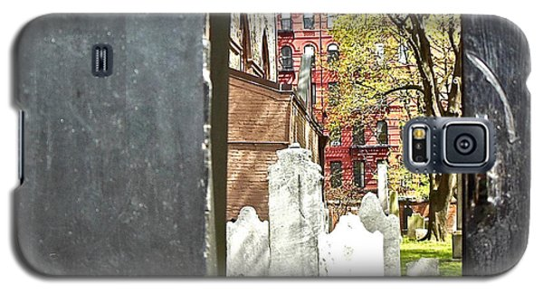 Galaxy S5 Case featuring the photograph Hidden New York by Joan Reese