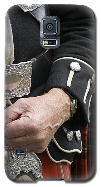 Galaxy S5 Case featuring the photograph Highland Scottish Soldier by Sally Ross