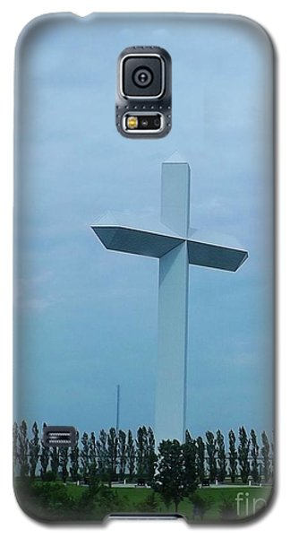 Galaxy S5 Case featuring the photograph Highway Cross by Brigitte Emme