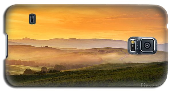 Hills And Fog Galaxy S5 Case