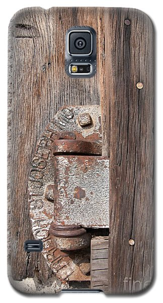 Galaxy S5 Case featuring the photograph Hinge 1 by Minnie Lippiatt