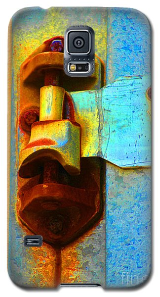 Galaxy S5 Case featuring the photograph Hinged  by Christiane Hellner-OBrien