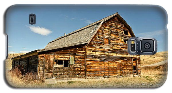 Galaxy S5 Case featuring the photograph Historic Community Hall by Sue Smith