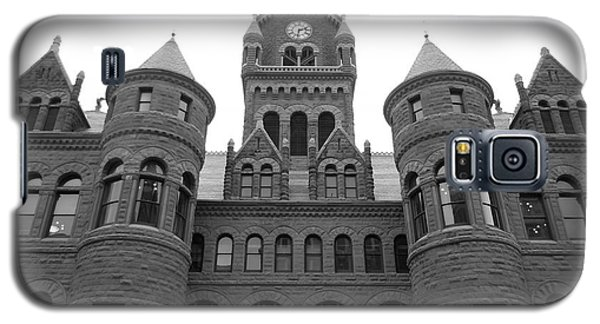 Galaxy S5 Case featuring the photograph Historic Old Red Courthouse Dallas #2 by Robert ONeil