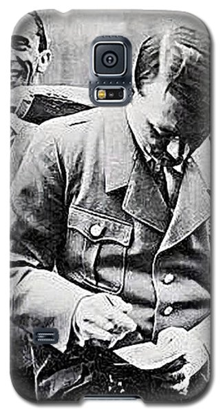 Hitler And Goebbels  As The German Chancellor Signs An Autograph  Galaxy S5 Case