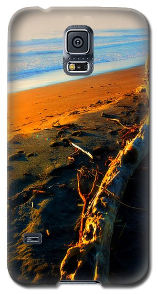 Galaxy S5 Case featuring the photograph Hokitika Beach New Zealand by Amanda Stadther