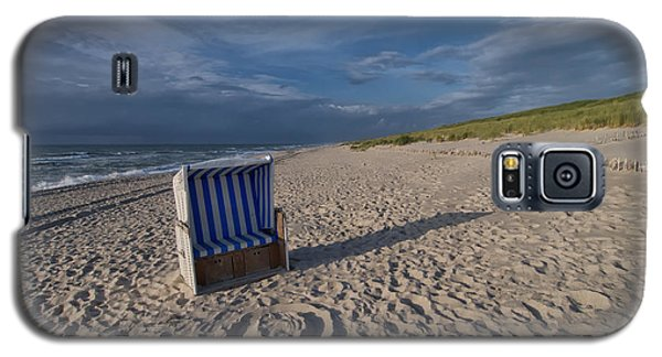 Galaxy S5 Case featuring the photograph Holiday In The Sand by Juergen Klust