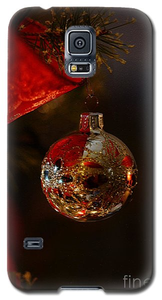 Galaxy S5 Case featuring the photograph Holiday Season by Linda Shafer