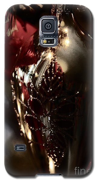 Galaxy S5 Case featuring the photograph Holiday Sparkle In Red by Linda Shafer