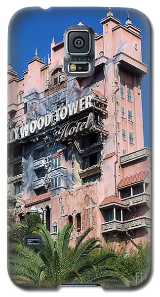 Galaxy S5 Case featuring the photograph Hollywood Tower Hotel by Tom Doud