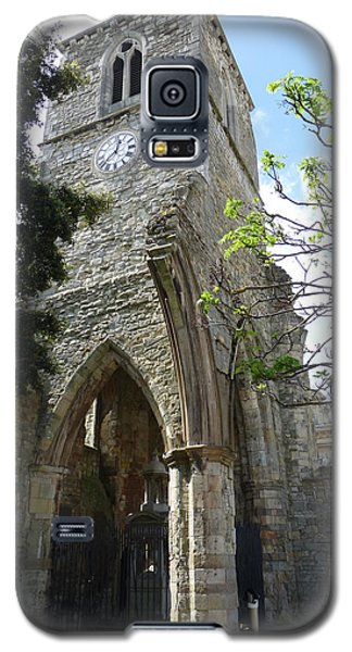 Galaxy S5 Case featuring the photograph Holyrood Church Memorial In Southampton by Susan Alvaro