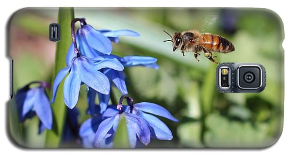Honeybee In Flight Galaxy S5 Case