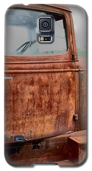 Galaxy S5 Case featuring the photograph Hop In by Lynn Sprowl