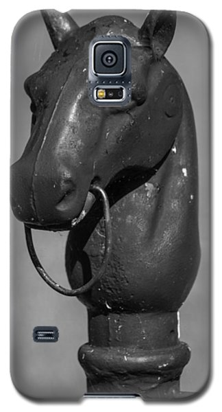 Galaxy S5 Case featuring the photograph Horse Head Hitching Post by Robert Hebert