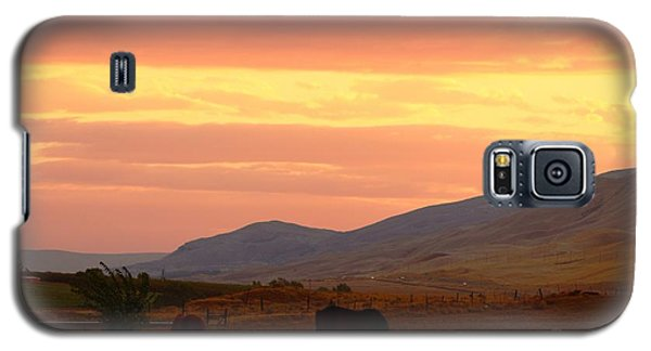 Galaxy S5 Case featuring the photograph Horses At Sunrise by Lynn Hopwood