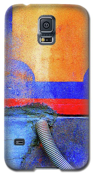 Galaxy S5 Case featuring the photograph Hosed by Newel Hunter