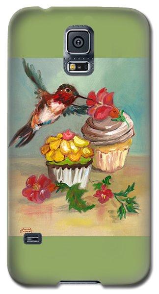 hummingbird with 2 Cupcakes Galaxy S5 Case by Susan Thomas
