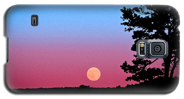 Galaxy S5 Case featuring the photograph Hunter's Moonrise In Eastern Arizona by John Haldane