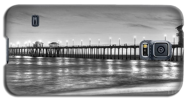 Galaxy S5 Case featuring the photograph Huntington Beach Pier Twilight - Black And White by Jim Carrell