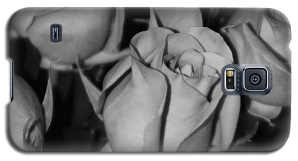 Black And White Roses Galaxy S5 Case