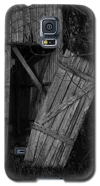 Galaxy S5 Case featuring the photograph I Watched You Disappear - Bw by Rebecca Sherman