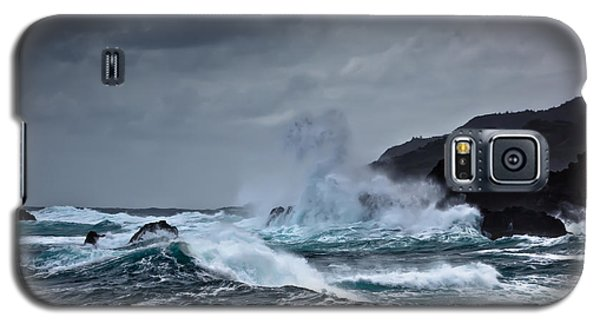 Galaxy S5 Case featuring the photograph I Will Embrace The Moon by Edgar Laureano