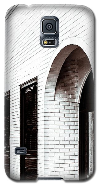 Galaxy S5 Case featuring the photograph I Woke Up In A Soho Doorway by Wade Brooks