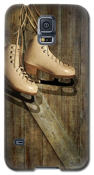 Galaxy S5 Case featuring the photograph Ice Skates Hanging On Old Barn by Ethiriel  Photography