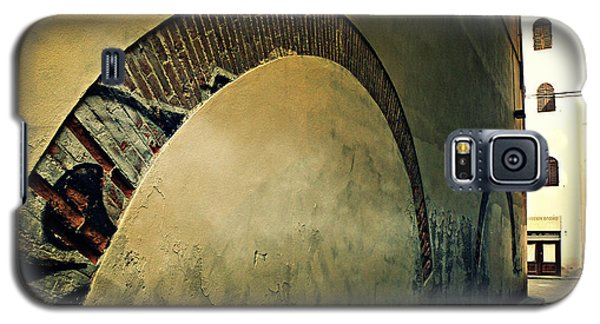 Galaxy S5 Case featuring the photograph Il Muro  by Micki Findlay