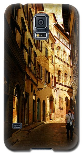 Galaxy S5 Case featuring the photograph Il Turista by Micki Findlay
