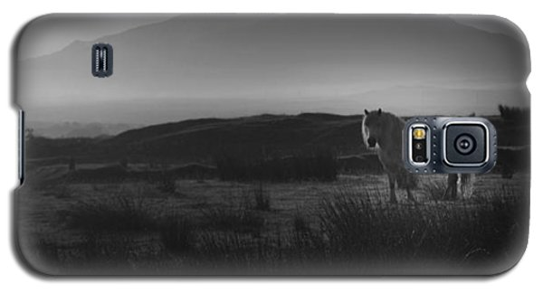 Galaxy S5 Case featuring the photograph Illumination Isle Of Skye by Sally Ross