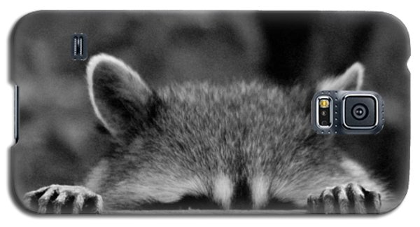I'm Sure She Can't See Me Galaxy S5 Case by Kym Backland