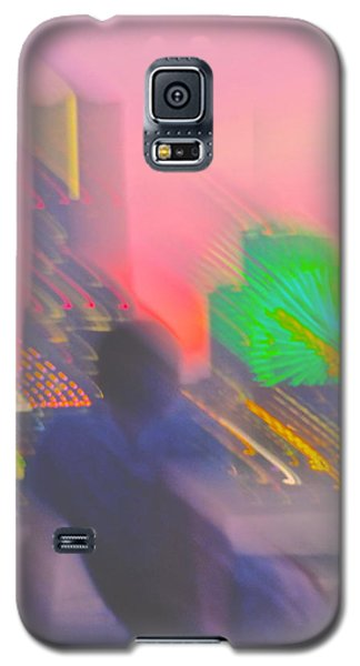 Galaxy S5 Case featuring the photograph In Love With Love - 3 by Larry Knipfing