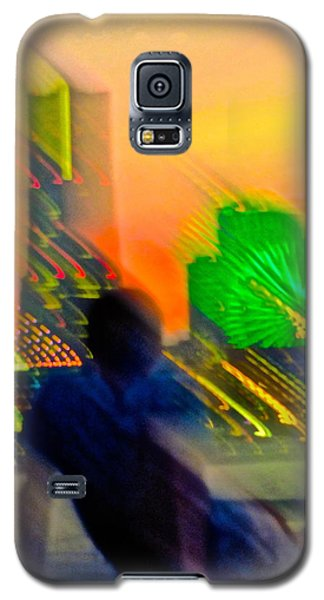 Galaxy S5 Case featuring the photograph In Love With Love - 6 by Larry Knipfing
