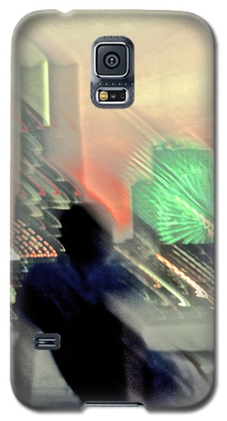Galaxy S5 Case featuring the photograph In Love With Love - 9 by Larry Knipfing
