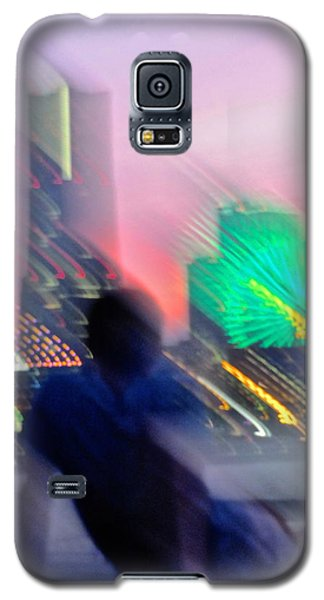 Galaxy S5 Case featuring the photograph In Love With Love - 1 by Larry Knipfing