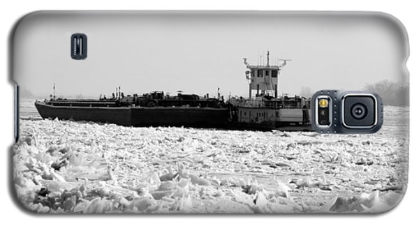 Galaxy S5 Case featuring the photograph In The Ice by John Freidenberg