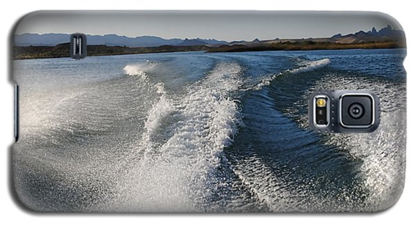 In The Wake Of Lake Havasu Az  Galaxy S5 Case by Cathy Anderson