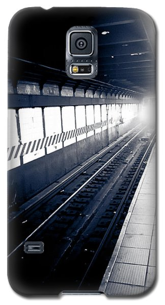 Galaxy S5 Case featuring the photograph Incoming At The Subway - New York City by Peta Thames