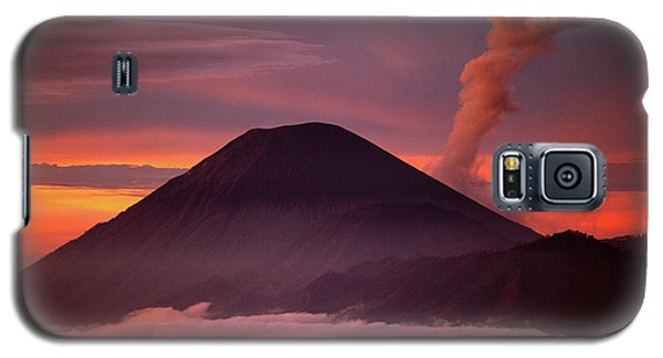 Mountain Galaxy S5 Case - Indonesia Mt Semeru Emits A Plume by Jaynes Gallery