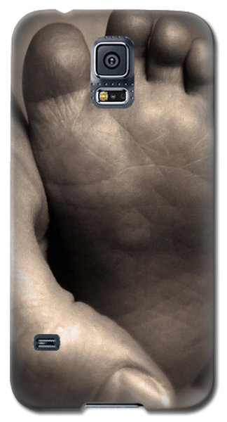 Infants Foot Galaxy S5 Case by Bruce Rolff