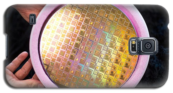 Galaxy S5 Case featuring the photograph Integrated Circuits On Silicon Wafer by Science Source