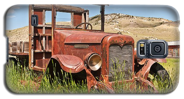 Galaxy S5 Case featuring the photograph International Truck by Sue Smith