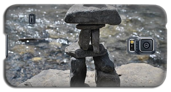 Inukshuk By The Water Galaxy S5 Case by Jim Hogg