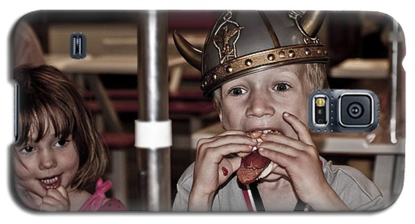 Is She Adoring Her Viking Or Coveting His Lunch Galaxy S5 Case by Sandi Mikuse
