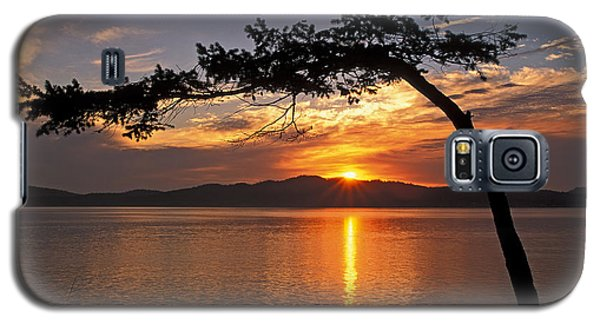 Galaxy S5 Case featuring the photograph Island Sunrise by Inge Riis McDonald