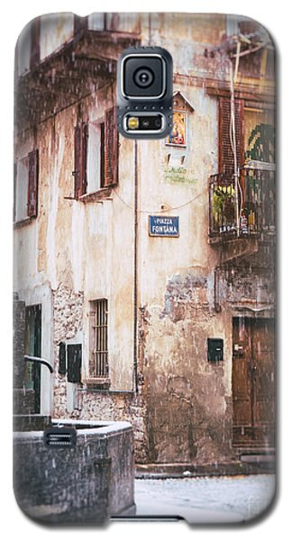 Galaxy S5 Case featuring the photograph Italian Square In  Snow by Silvia Ganora