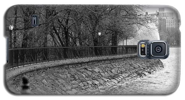 Jacqueline Kennedy Onassis Reservoir Ny Galaxy S5 Case by Chris Thomas
