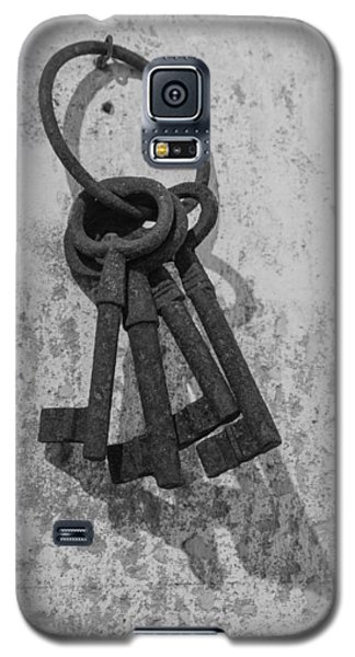 Galaxy S5 Case featuring the photograph Jail House Keys by Patricia Schaefer