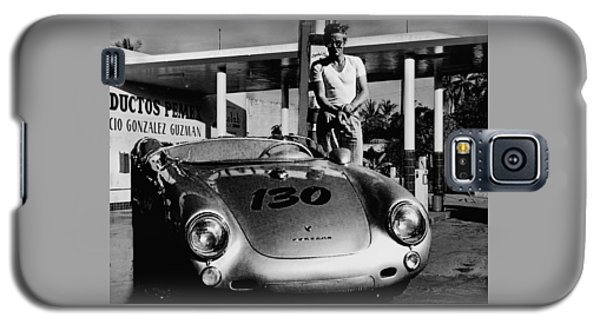 James Dean Filling His Spyder With Gas In Black And White Galaxy S5 Case by Doc Braham